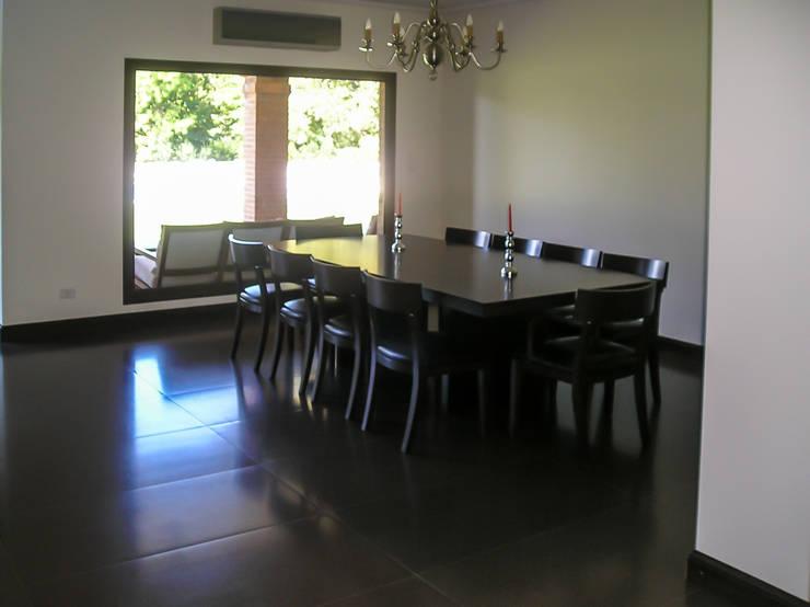 Living room by Carbone Fernandez Arquitectos