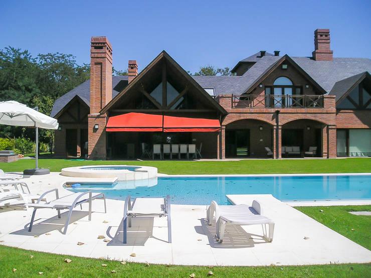 Houses by Carbone Fernandez Arquitectos