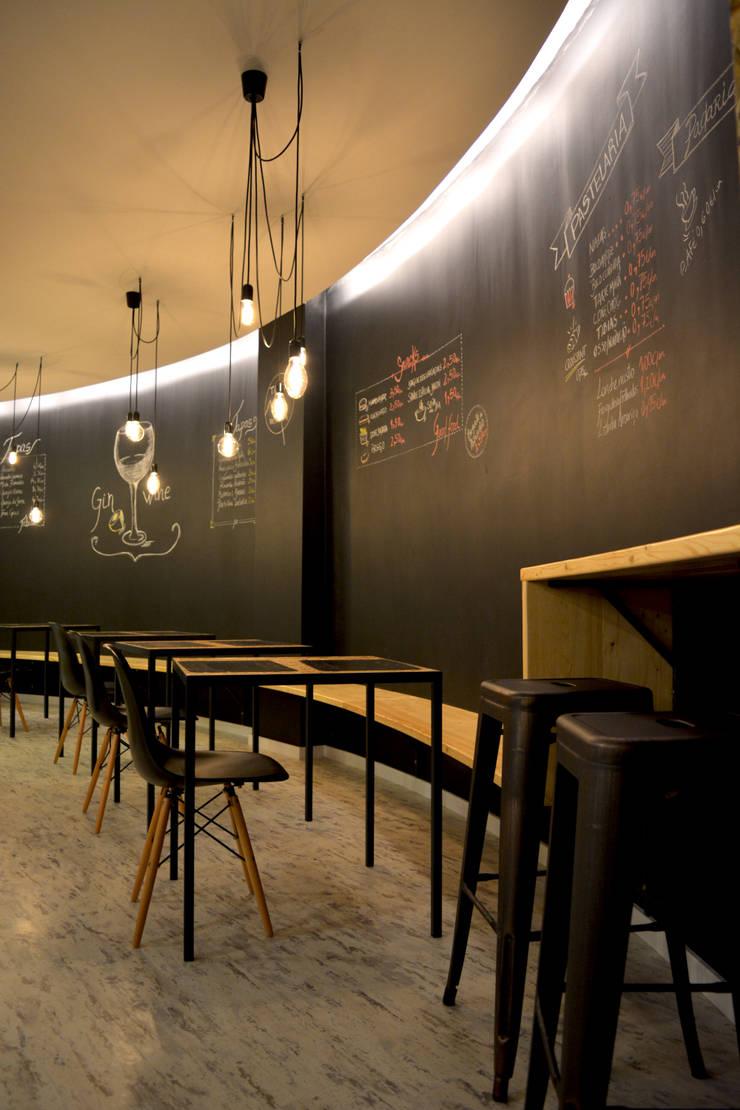 Tapas na Pastelaria : Espaços de restauração  por Tó Liss