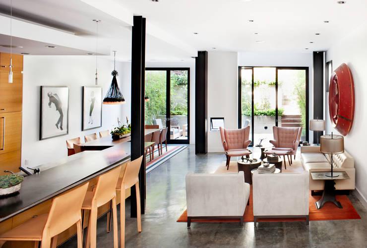 Casa em Sao Francisco: Salas de estar  por Antonio Martins Interior Design Inc