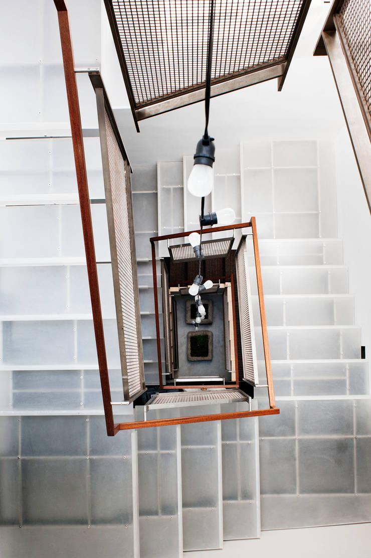 Casa em Sao Francisco: Corredores e halls de entrada  por Antonio Martins Interior Design Inc