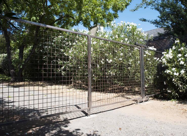 Casa em Sonoma, California: Jardins  por Antonio Martins Interior Design Inc