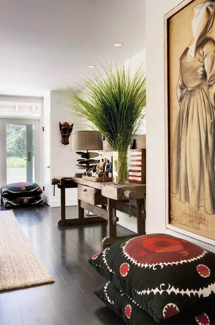 Casa em Sonoma, California: Salas de estar  por Antonio Martins Interior Design Inc