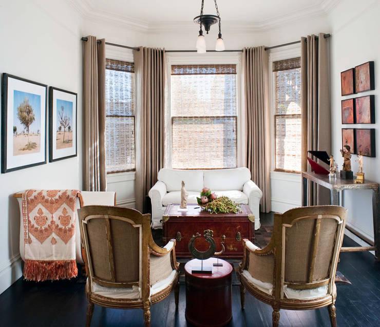 Casa em Sao Francisco - Potrero Hill: Salas de estar ecléticas por Antonio Martins Interior Design Inc
