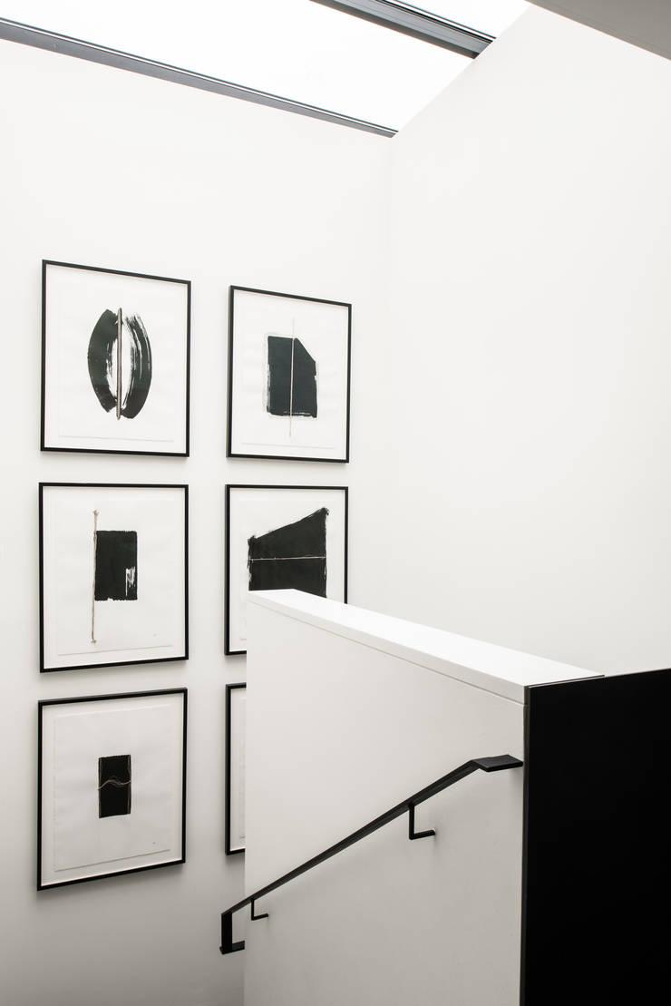 Casa em Sao Francisco - Pacific Heights: Corredores e halls de entrada  por Antonio Martins Interior Design Inc