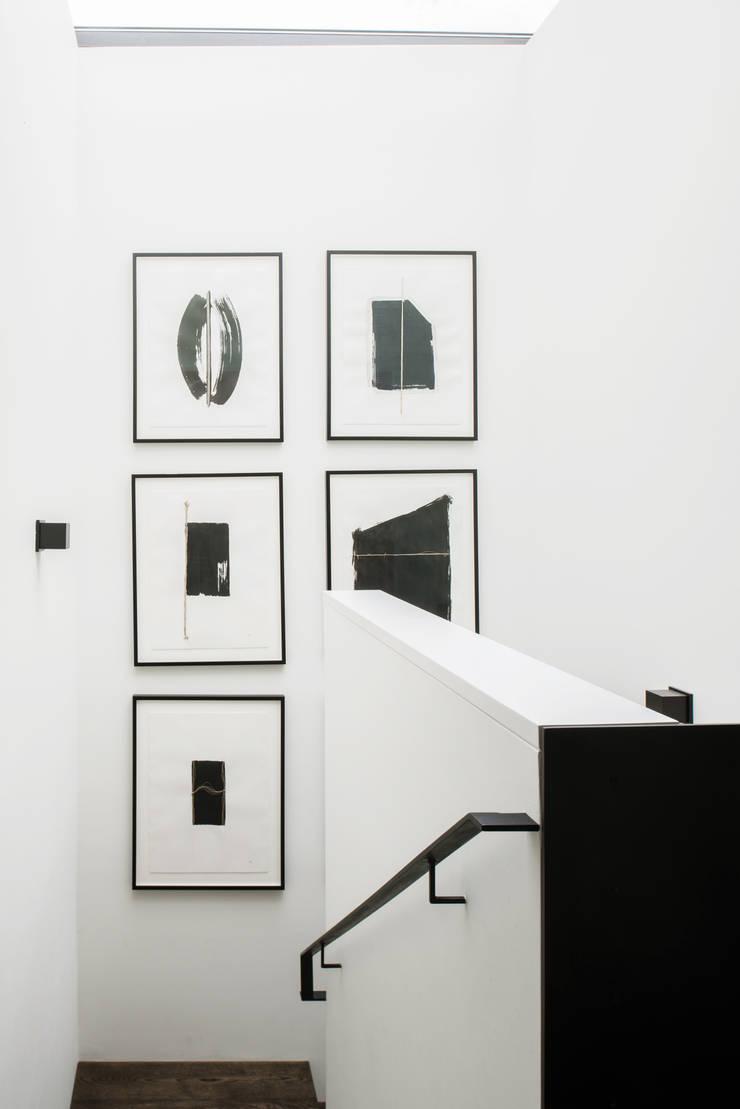 Casa em Sao Francisco – Pacific Heights: Corredores e halls de entrada  por Antonio Martins Interior Design Inc