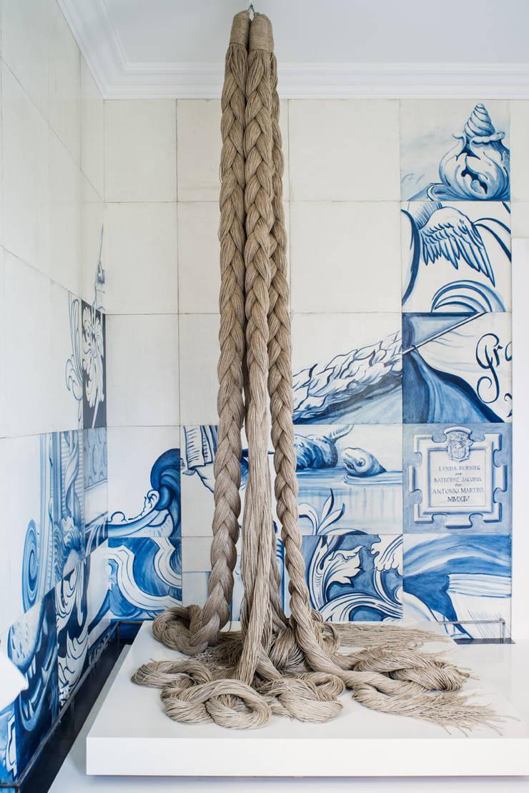 San Francisco Decorator Showcase 2015: Quartos  por Antonio Martins Interior Design Inc