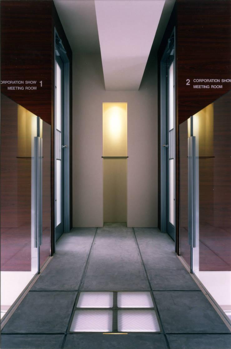 SPAZIO B.L.D「回廊のパティオ」: Architect Show co.,Ltdが手掛けたオフィスビルです。