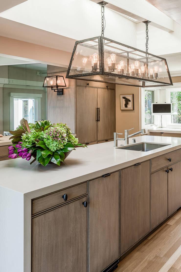 Cozinha em Sausalito: Cozinhas  por Antonio Martins Interior Design Inc