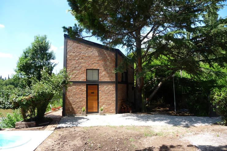 Casa Aity: Casas de estilo  por Arcubo arquitectos