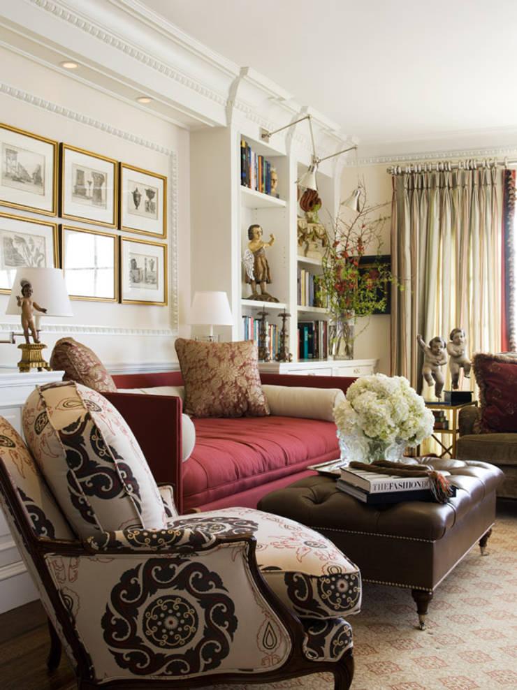 Living room by Antonio Martins Interior Design Inc, Classic