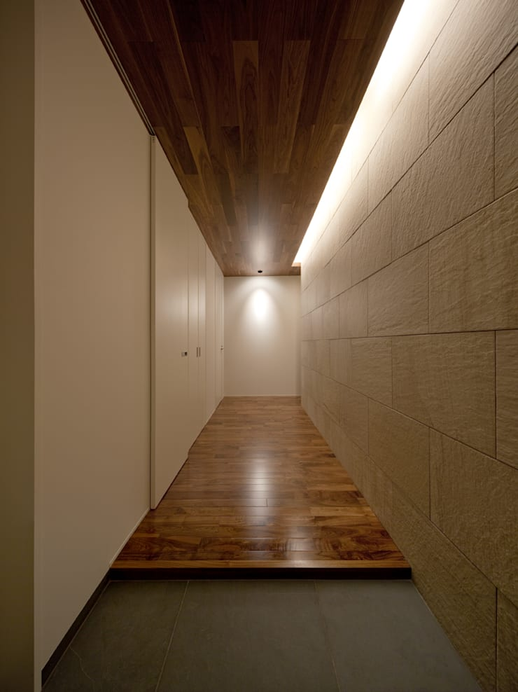 Modern Corridor, Hallway and Staircase by Architect Show Co.,Ltd Modern