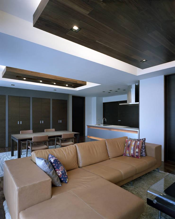 Modern Living Room by Architect Show Co.,Ltd Modern