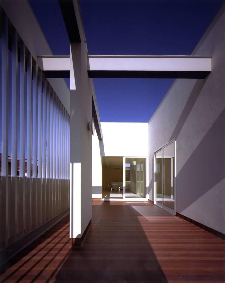 Modern terrace by Architect Show Co.,Ltd Modern