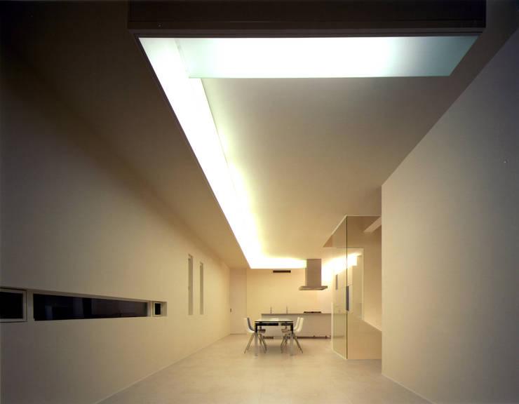 Y-house 「天空の家」: Architect Show co.,Ltdが手掛けたリビングです。