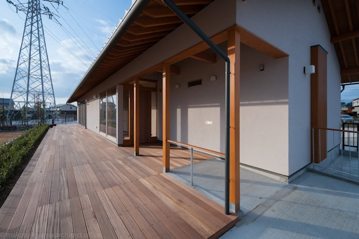 玄関アプローチ: 家山真建築研究室 Makoto Ieyama Architect Officeが手掛けた家です。