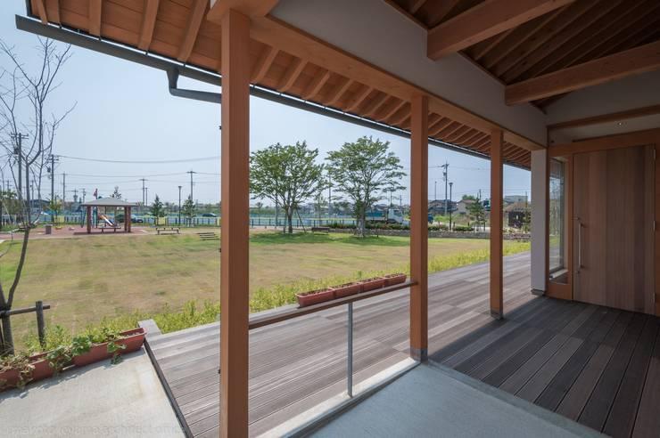 玄関ポーチ: 家山真建築研究室 Makoto Ieyama Architect Officeが手掛けた廊下 & 玄関です。