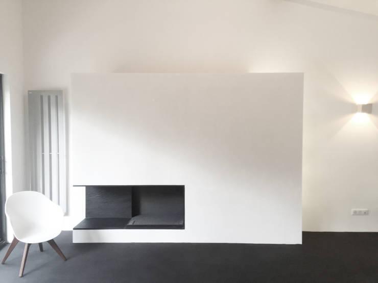 Cheminé: Salon de style de style Minimaliste par Thibaudeau Architecte