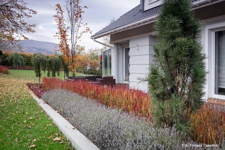 Ogród w górach: styl , w kategorii Ogród zaprojektowany przez Pracownia Projektowa Architektury Krajobrazu Januszówka