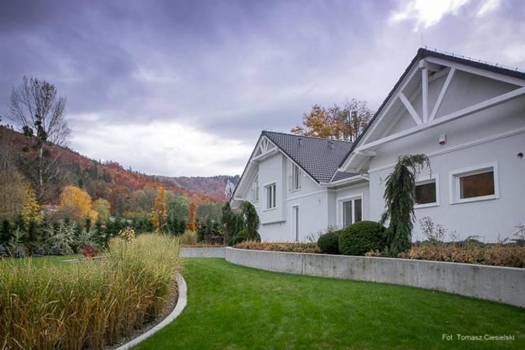 Ogród w górach: styl , w kategorii Ogród zaprojektowany przez Pracownia Projektowa Architektury Krajobrazu Januszówka,Nowoczesny