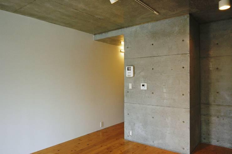 OTTO CUBE: Unico design一級建築士事務所が手掛けたリビングです。