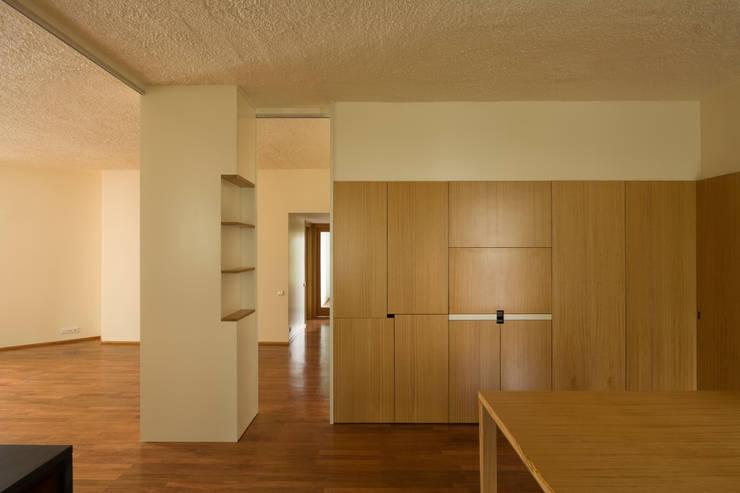 Remodelação de Apartamento na Pasteleira: Salas de jantar  por ABPROJECTOS