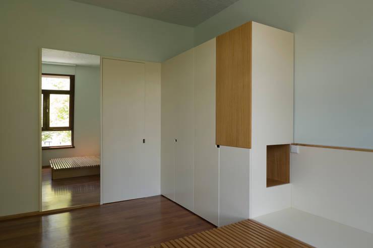 Remodelação de Apartamento na Pasteleira: Quartos  por ABPROJECTOS