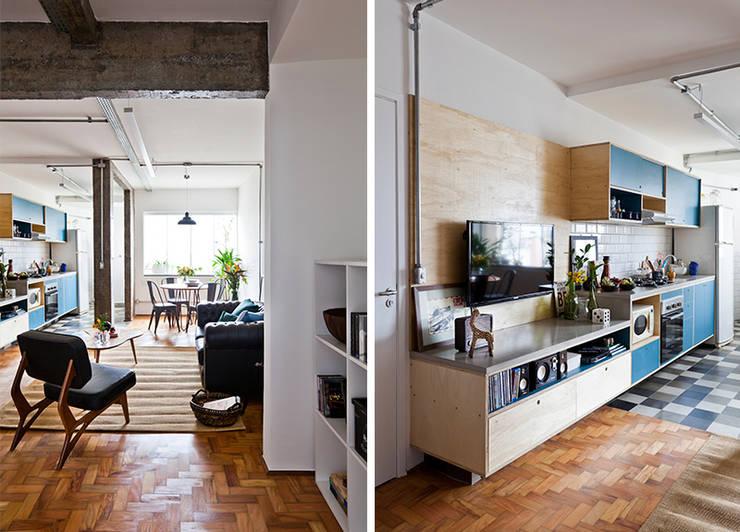 Salon de style de style Industriel par INÁ Arquitetura