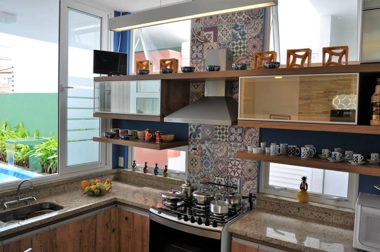 Integração espacial: Cozinhas  por Libório Gândara Ateliê de Arquitetura,Moderno