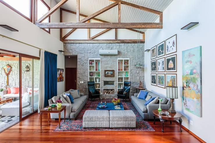 Residência Londrina 3: Salas de estar  por Antônio Ferreira Junior e Mário Celso Bernardes