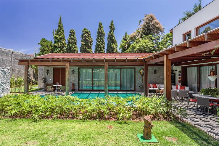 Residência Londrina 3: Casas  por Antônio Ferreira Junior e Mário Celso Bernardes