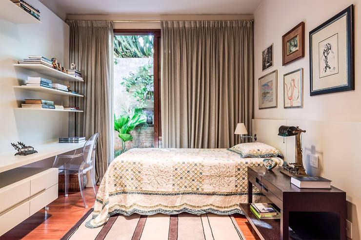 Residência Londrina 3: Quartos  por Antônio Ferreira Junior e Mário Celso Bernardes