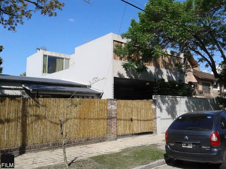 CASA EN BECCAR: Casas de estilo  por FILM OBRAS DE ARQUITECTURA