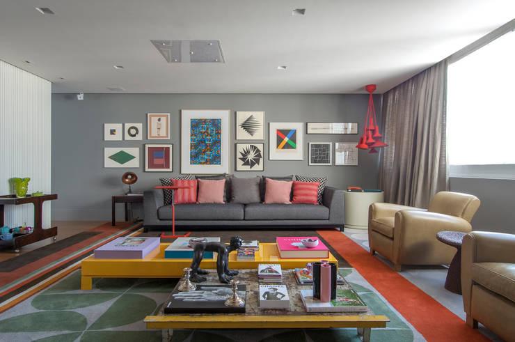 Living room by Antônio Ferreira Junior e Mário Celso Bernardes