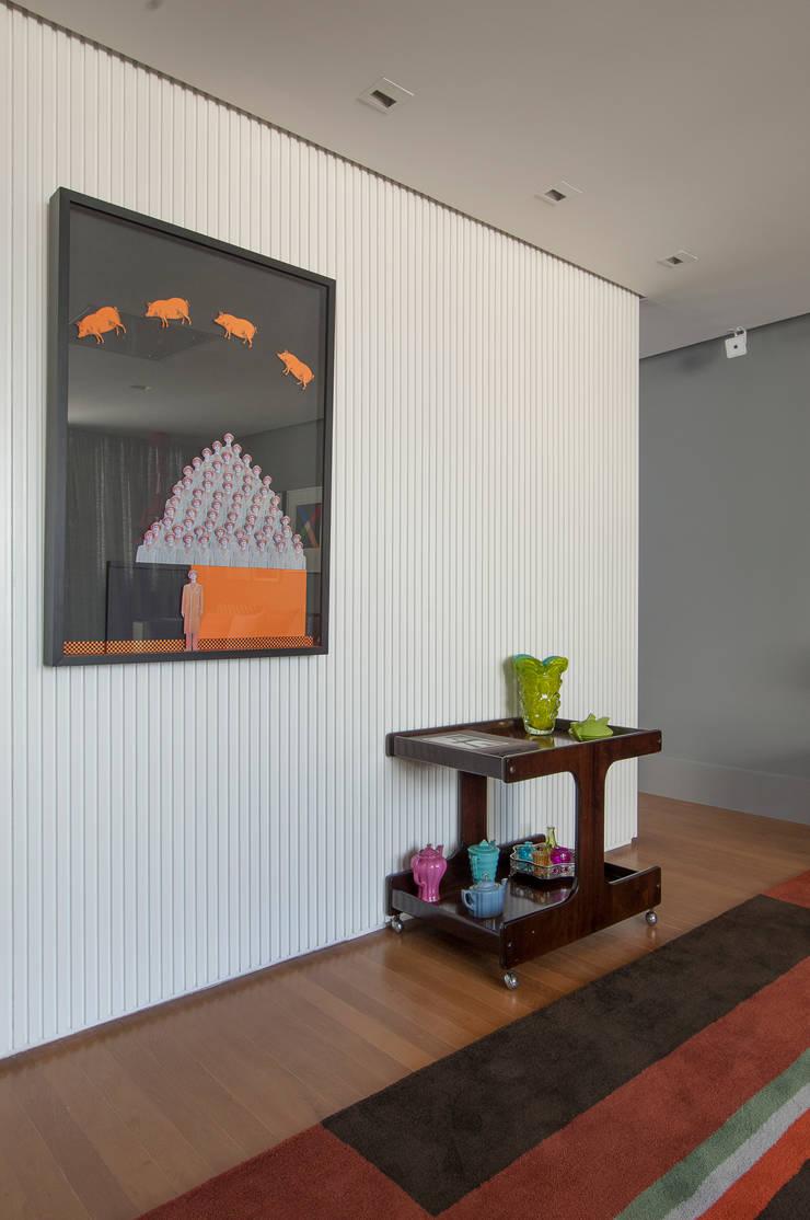 Apartamento Itacolomi: Salas de jantar  por Antônio Ferreira Junior e Mário Celso Bernardes