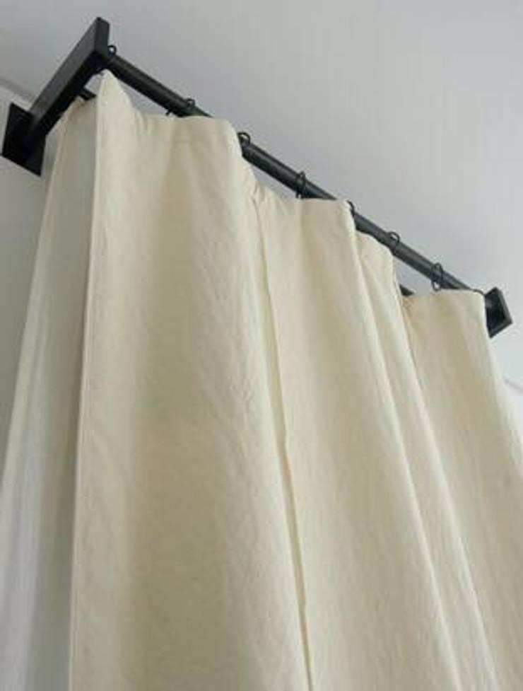 Lienzo para cortinas: Hogar de estilo  por Carolina biercamp,