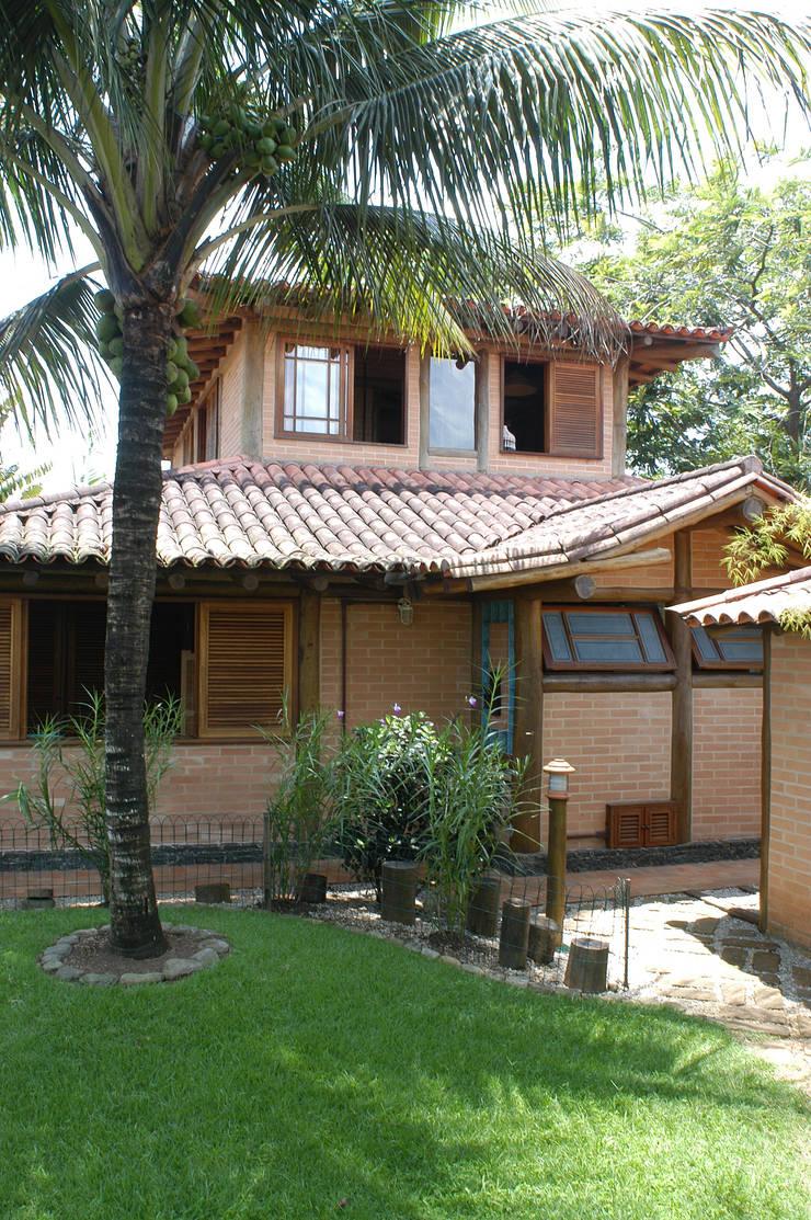 RESIDÊNCIA JRA: Casas  por MADUEÑO ARQUITETURA & ENGENHARIA,