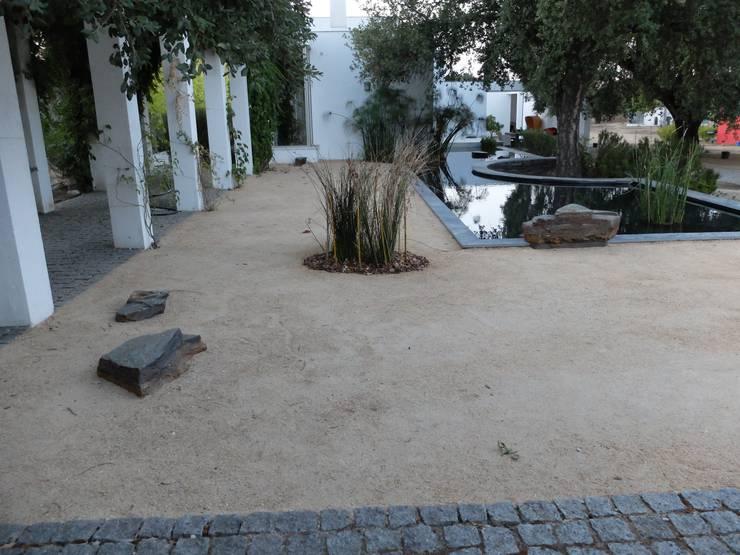 Vista geral: Jardins  por Atelier Jardins do Sul,