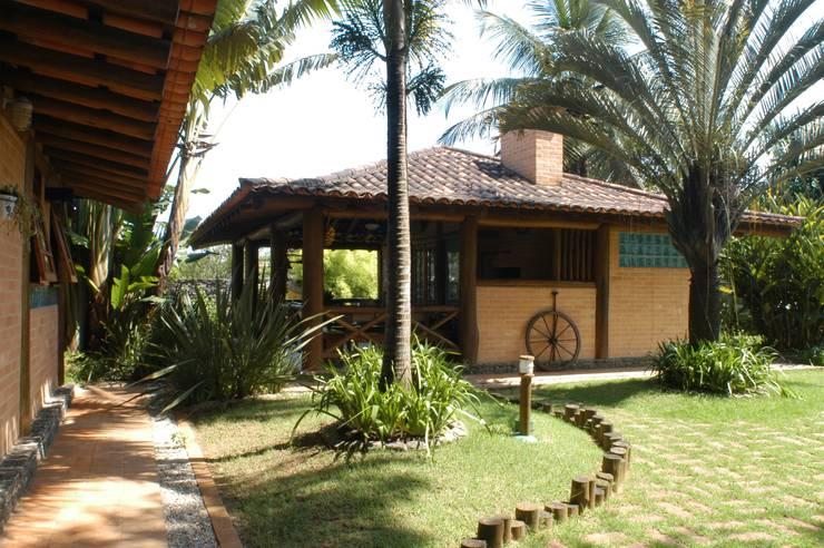 Jardines de estilo  de MADUEÑO ARQUITETURA & ENGENHARIA