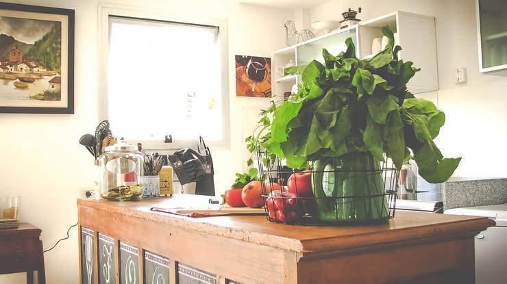 DECORACION - Cocina integrada: Cocinas de estilo ecléctico por PLATZ