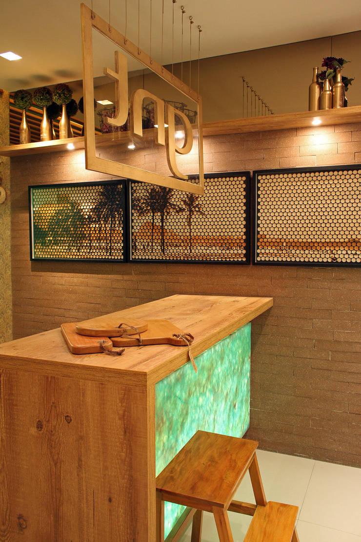 Ilha em Bancada: Cozinha  por Treselle Móveis,