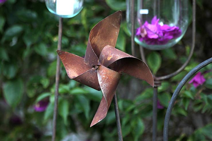Molinete: Jardines de estilo  por TRIZZ