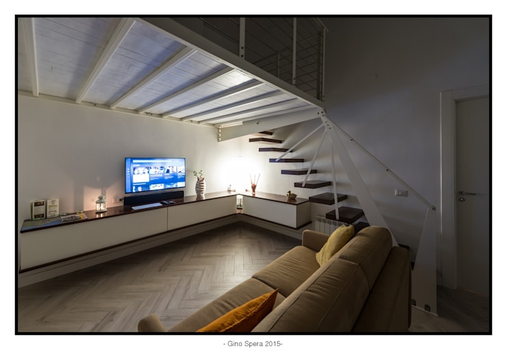 Bilocale44 L&A: Soggiorno in stile  di GINO SPERA ARCHITETTO