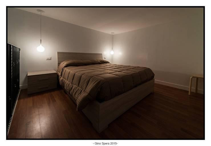 Bilocale44 L&A: Camera da letto in stile  di GINO SPERA ARCHITETTO