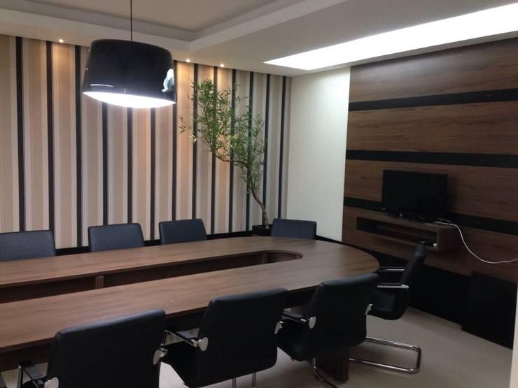 Sala de Reuniões: Edifícios comerciais  por Marcos Assmar Arquitetura | Paisagismo