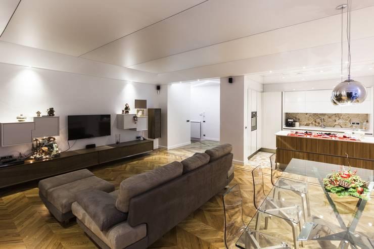 HOUSE G&S: Soggiorno in stile in stile Moderno di GINO SPERA ARCHITETTO