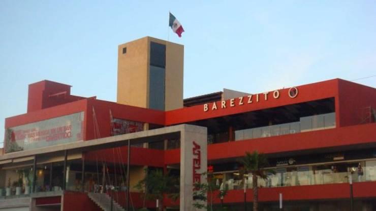 Fachada BAREZZITO: Bares y discotecas de estilo  por AQ3 Arquitectos