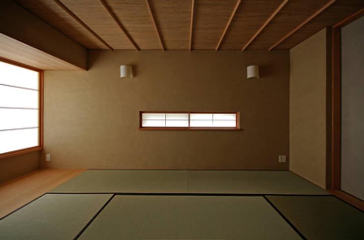 和室: 小林良孝建築事務所が手掛けた家です。