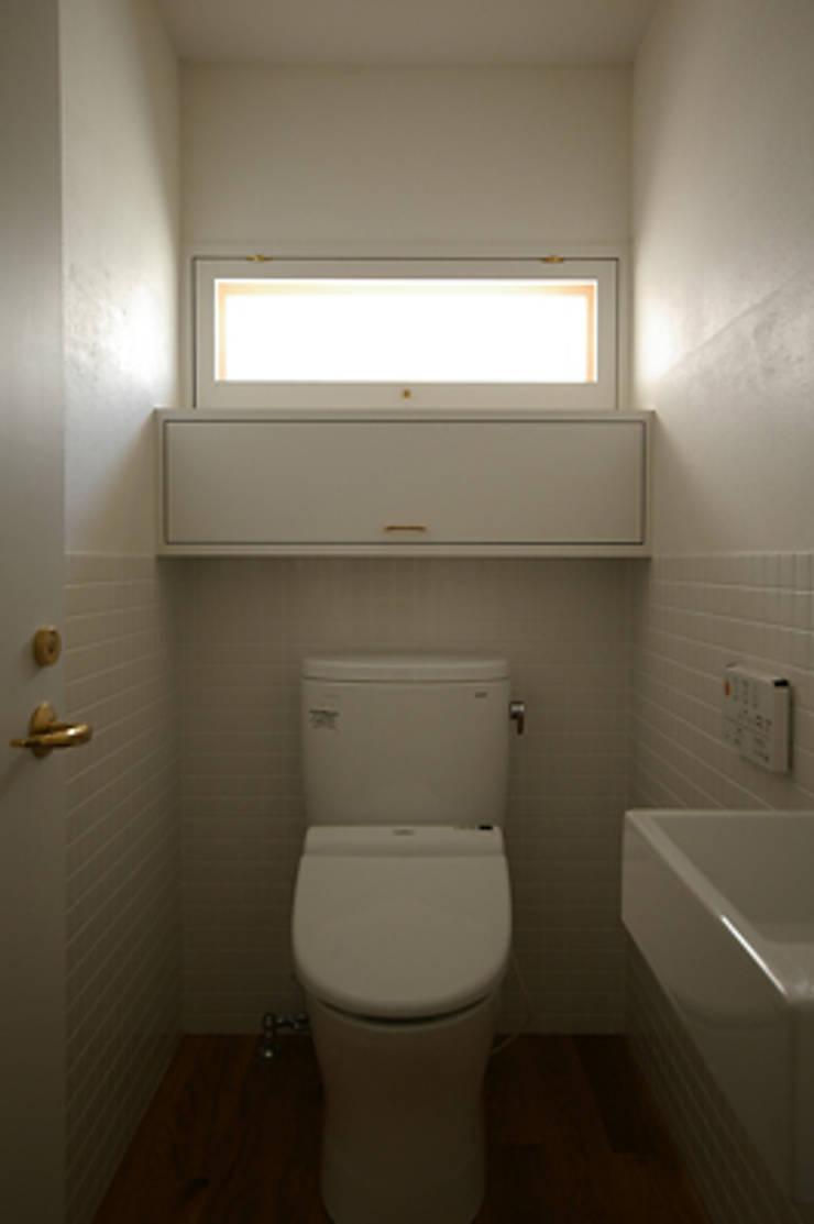 トイレ: 小林良孝建築事務所が手掛けた浴室です。