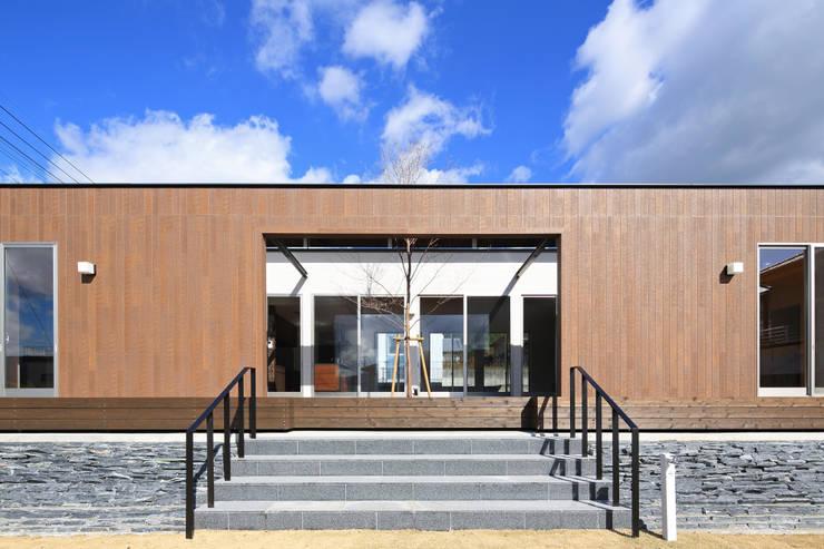 外観1: 猪股浩介建築設計 Kosuke InomataARHITECTUREが手掛けた家です。,